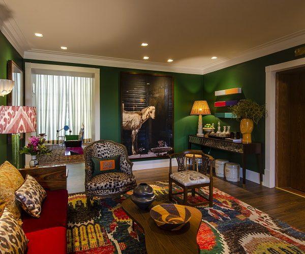 A facilidade para usar cores vibrantes é uma das muitas qualidades de Debeus