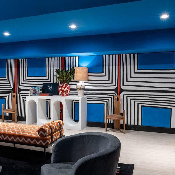 As cores das paredes fazem alusão aos apartamentos parisienses