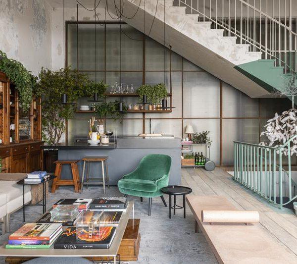 Na cozinha da Triart Arquitetura, o passado é reverenciado e faz companhia perfeita ao mobiliário assinado contemporâneo