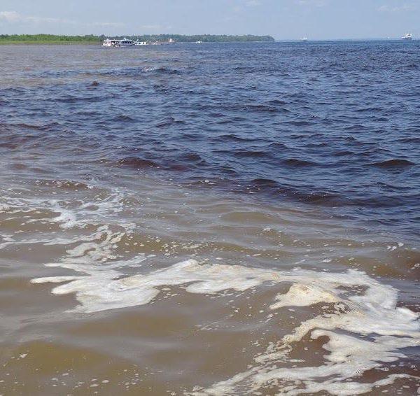 O encontro das águas dos rios Negro e Solimões