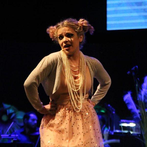 Manuela Freua no Teatro Amazonas em espetáculo inspirado na obra da cantora Bjork