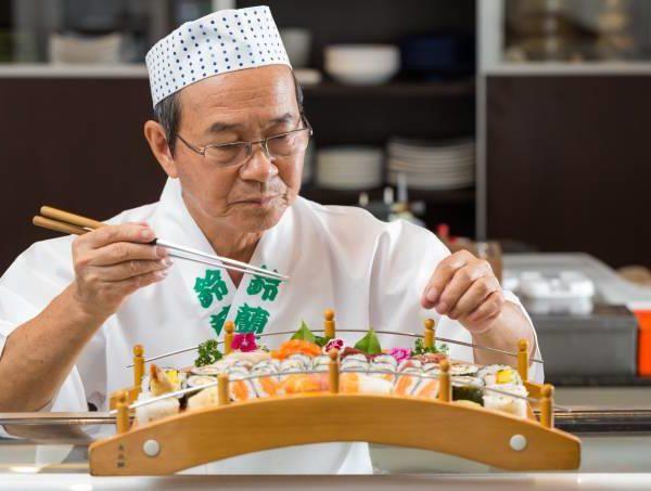 No Sizuran, o chef Hiroya Takano