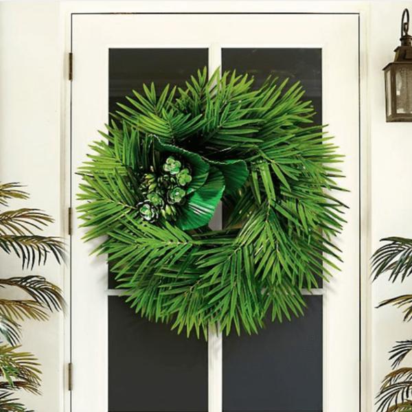 Folhas de palmeira na guirlanda bem brasileira