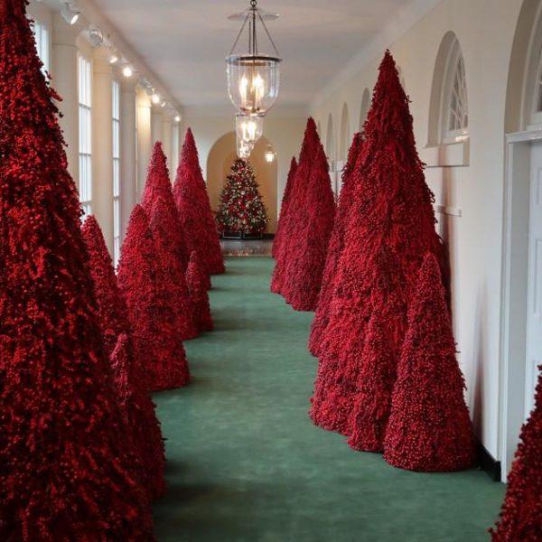 As controversas árvores de Natal vermelhas de Melania Trump, na Casa Branca