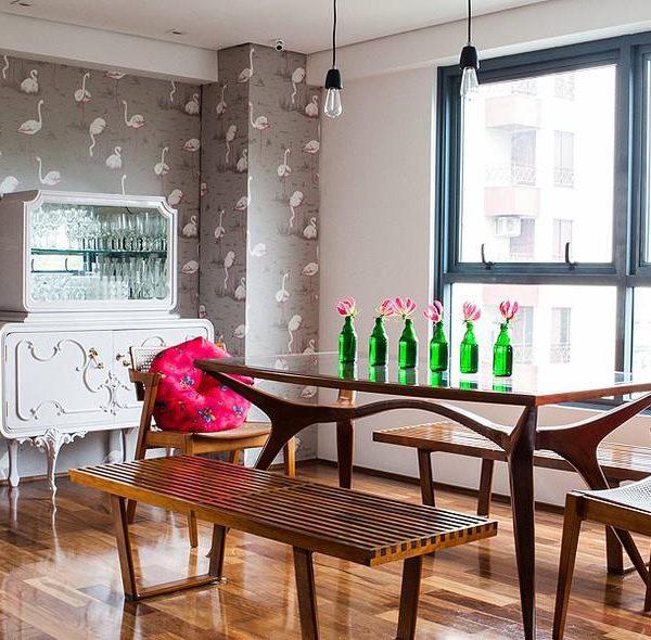 Papel de parede pode ser uma super solução. Muda completamente a decoração e pode ser instalado e retirado facilmente