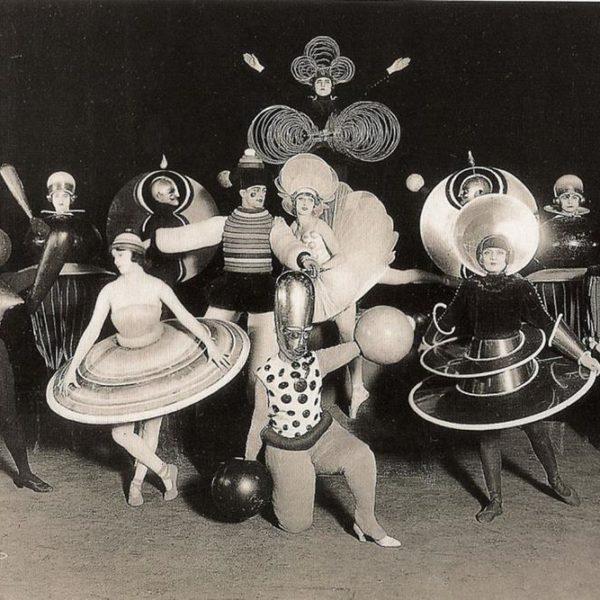 A trupe animada da escola Bauhaus