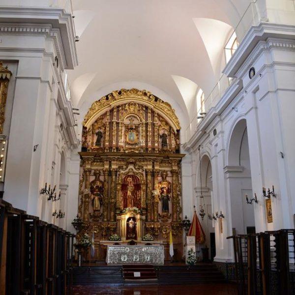 Basilica de Nuestra Senora del Pilar, vizinha ao cemitério da Recoleta. Visite o museu anexo