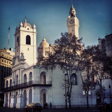 O Cabildo de Buenos Aires é um edifício histórico localizado na Praça de Maio da capital argentina. Durante a época colonial, o edifício foi sede do cabildo encarregado de representar a cidade frente à metrópole, com várias funções jurídicas e administrativas, além de servir de prisão
