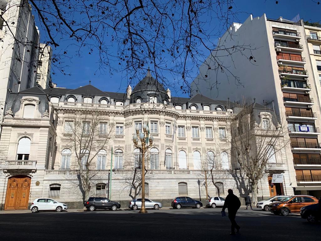 Fachada da Embaixada do Brasil