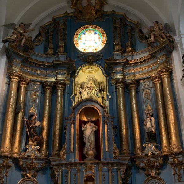 Altar azul, lindo, da igreja mais antiga da capital argentina