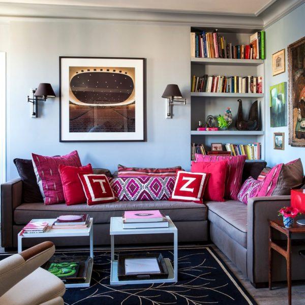 5_apartment_in_Paris_living_room_pale_blue_and_pink_scheme - Copia