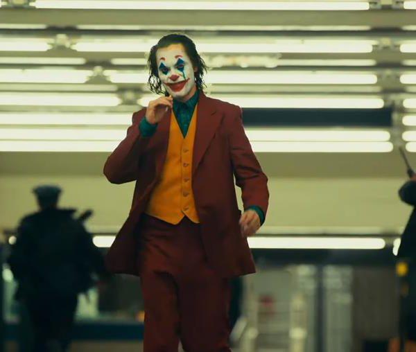 Joaquin Phoenix faz um Coringa impressionante, que certamente lhe renderá o próximo Oscar de melhor ator