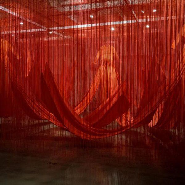 Linha Interna, exposição na Japan House da artista Chiharu Shiota