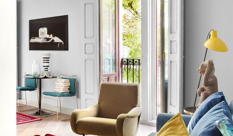 Poltrona Lady de Marco Zanuso e cadeiras Tulu, de Kazuhide Takahama fazem bonito no living