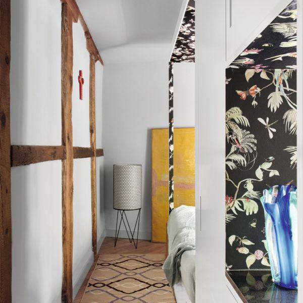 O cinza claro das paredes traz equilíbrio a composição
