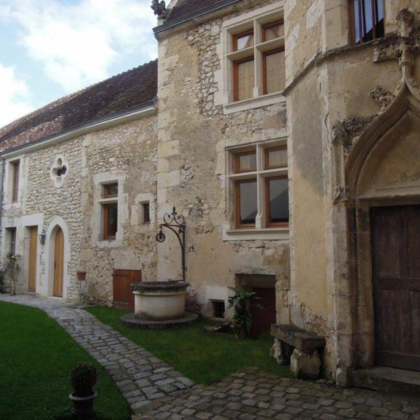 O hotel está situado à 01h e 40 de Paris