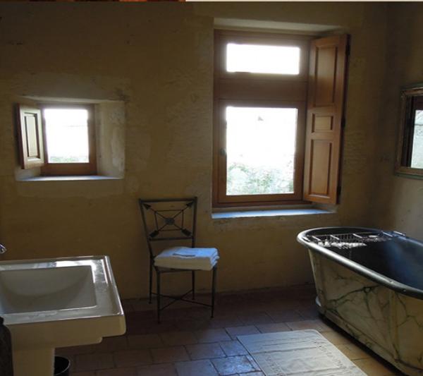 O banheiro, mais do que espaçoso