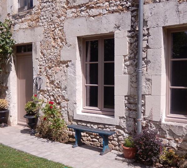 A entrada privativa de um dos quartos do Le Manoir Michelet