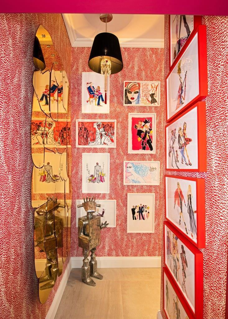 Sobre papel de parede Schumacher, ilustrações de Donald Robertson e espelho dos Campana