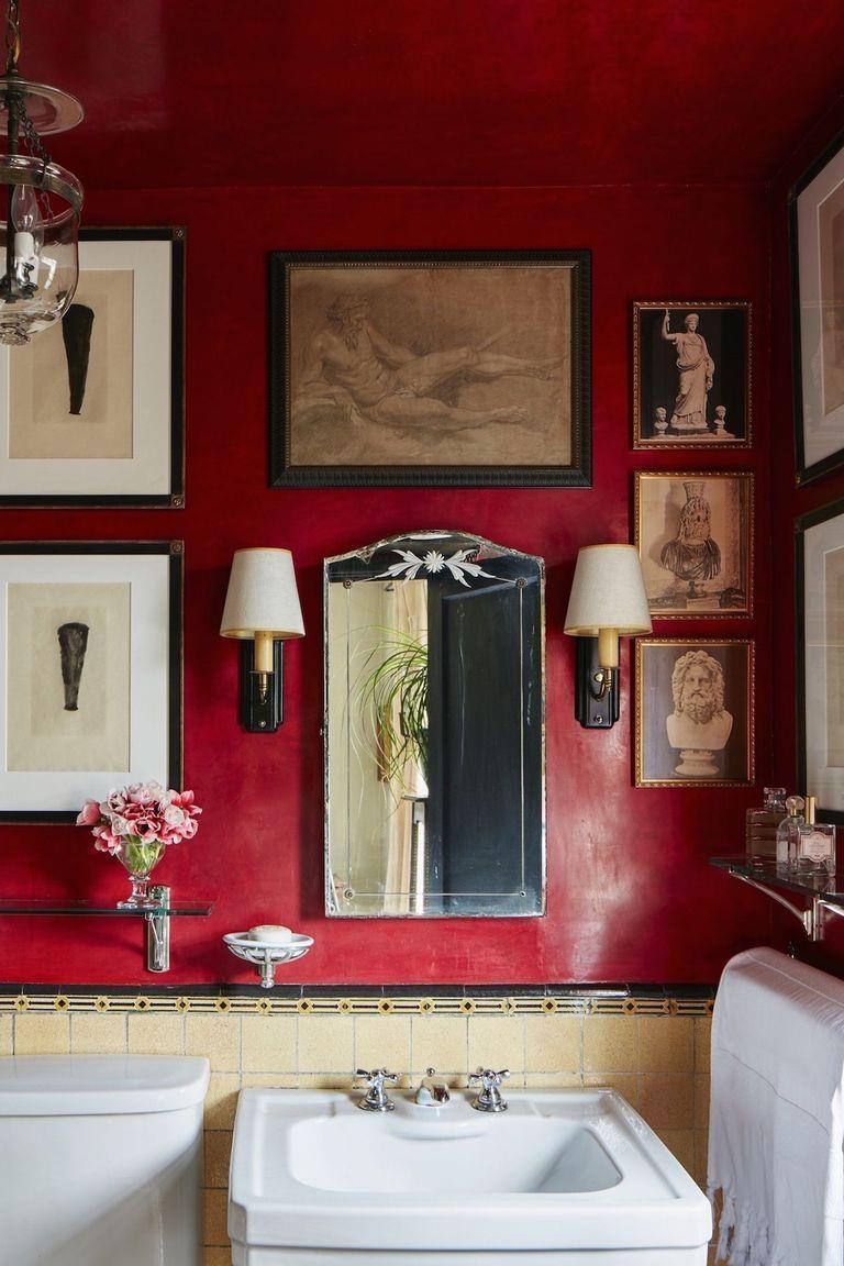 O vermelho quebra no ato a pegada clássica e mostra que o dono deste banheiro elegante não é nenhum amador!!