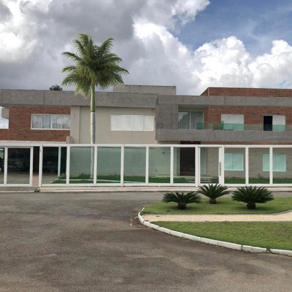Aqui, a fachada sugerida ganha um elemento vertical