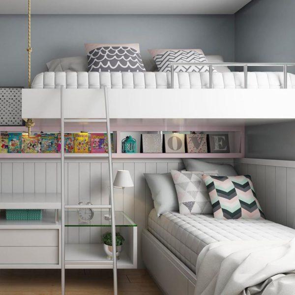 Observe que a cama de cima tem a parte de baixo fechada, o que deixa quem está embaixo mais confortável