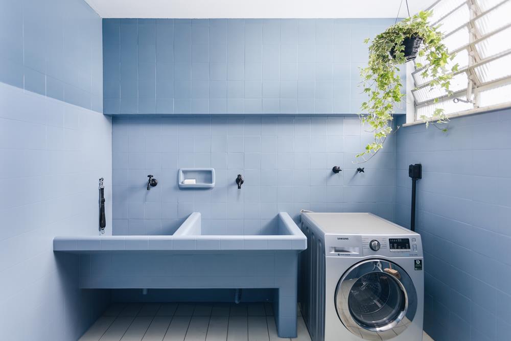 Adoro essa lavanderia. A cor é linda e fez de um lugar sem nenhum atrativo especial, ficar bacana desse jeito
