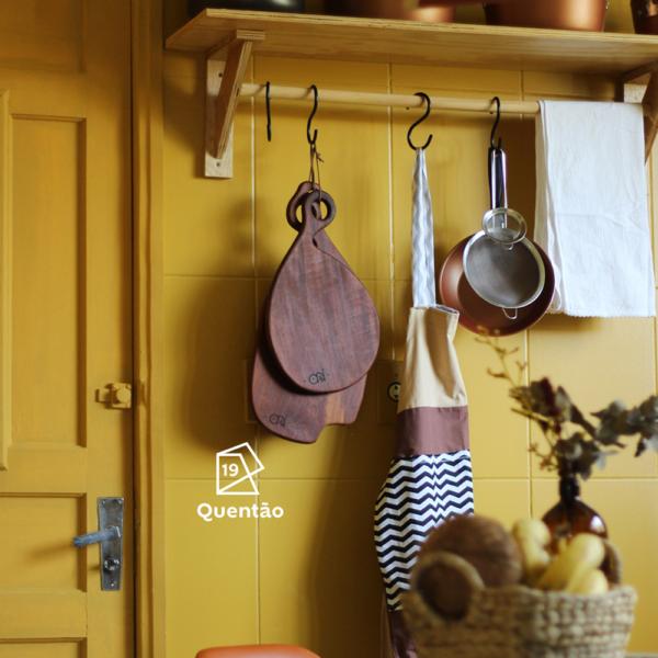 Jorge Felipe, da Orí Design de Interiores, assina essa cozinha pintada de Quentão. Um acerto